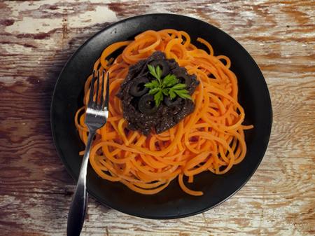 spaghetti_arancio_pesto_olivenere